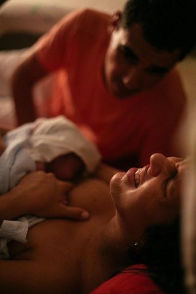 Marilia recebendo Vicente. Foto: Flora Pimentel